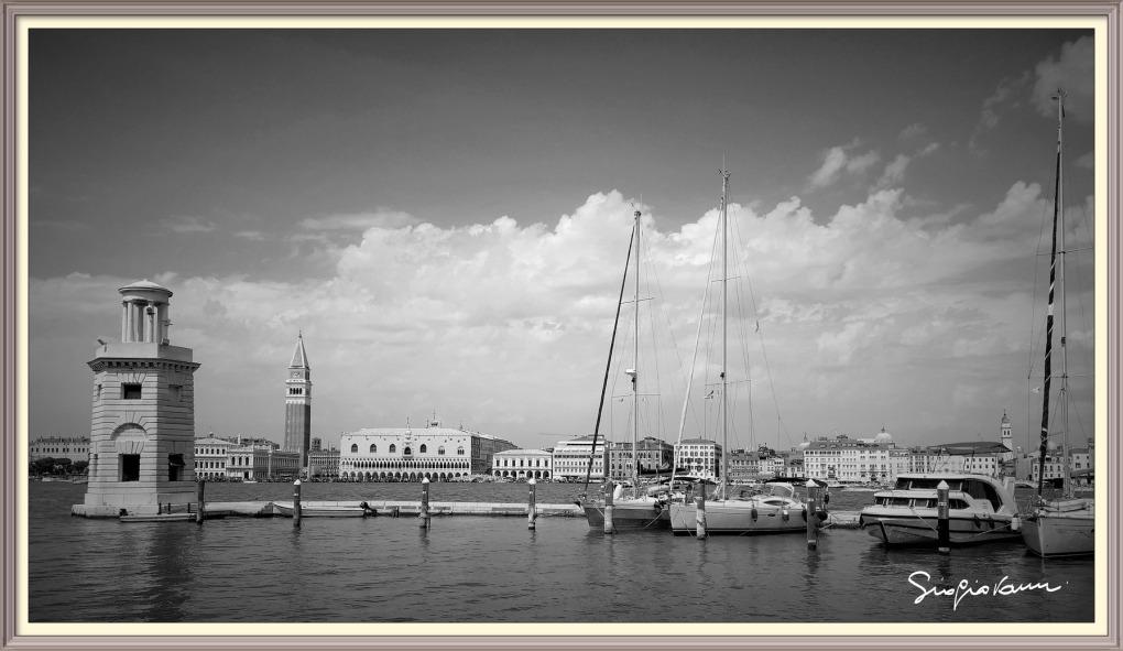 Venice Black & White